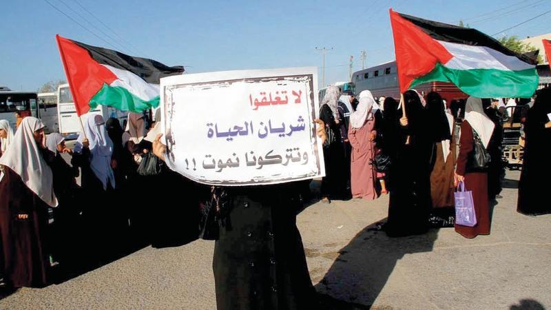 الشارع الفلسطيني ينتظر خطوات ملموسة تعيد ثقته بالنظام السياسي.  الإمارات اليوم