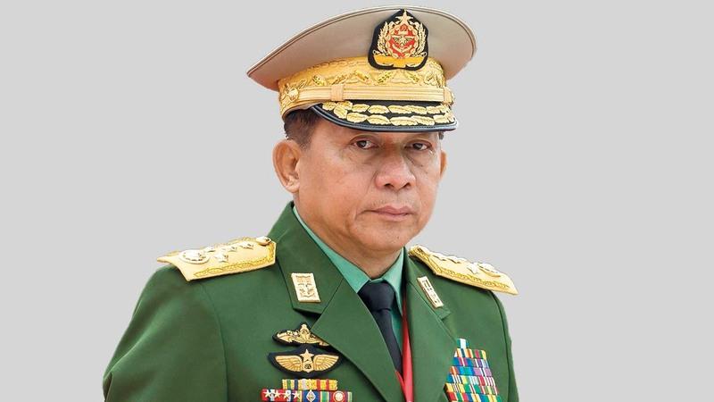 الجنرال مين أونغ هلينغ يقول عنه العسكريون إنه سيقود الدولة بعد الإطاحة بسو تشي.  أ.ف.ب