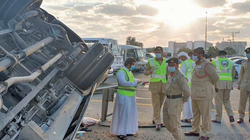 الشرطة عزت الحادث إلى الانشغال بغير الطريق.  من المصدر