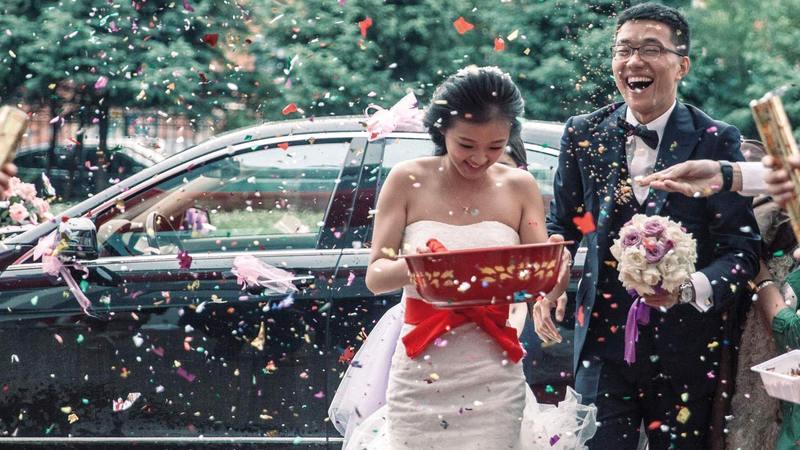 الزوجة تختار العائلة التي تعيش عندها وفقاً لشروط هذا الزواج.   أرشيفية