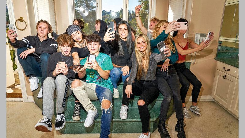 تستقطب الشقة الشهيرة شباباً يحلمون بأن يصبحوا نجوماً سينمائيين أو تلفزيونيين. أ.ف.ب