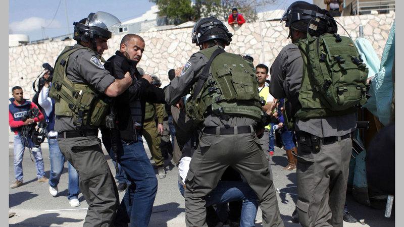 الانتخابات الرئاسية الثانية جاءت عام 2005 في أعقاب الانتفاضة الثانية وقدمت أملاً جديداً في الأراضي الفلسطينية.  أ.ب