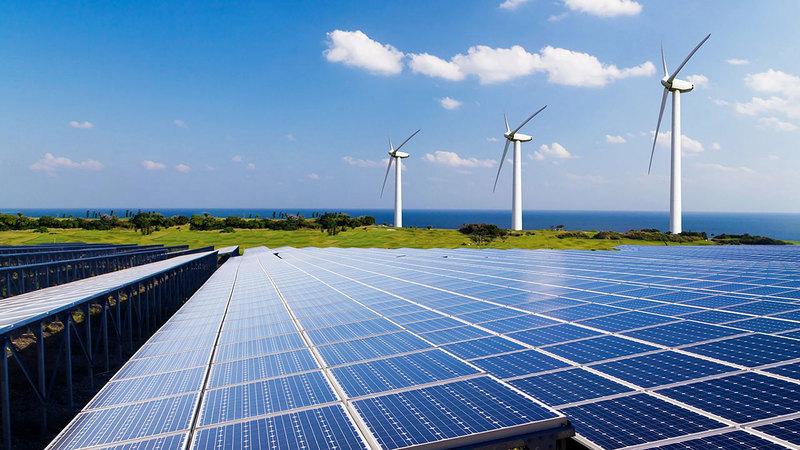 يعتقد أن سوق الطاقة النظيفة قد تصل قيمتها إلى 12 تريليون دولار بحلول عام 2050.  غيتي