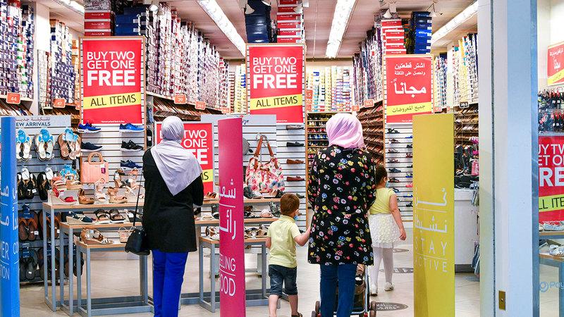 إقبال المستهلكين تركز على منتجات للملابس الجاهزة والأحذية والإلكترونيات. تصوير: أشوك فيرما