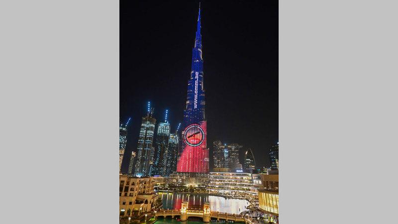 برج خليفة سيكتسي باللون الأحمر.  أرشيفية