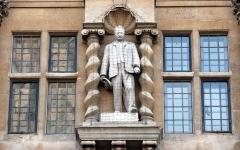 الصورة: تمثال «سيسيل  رودس» يثير الانقسام في أكسفورد