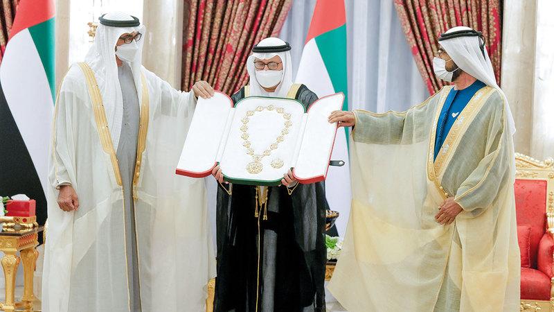 محمد بن راشد قدّم بالنيابة عن رئيس الدولة بحضور محمد بن زايد «وسام الاتحاد» إلى قرقاش ونسيبة. وام