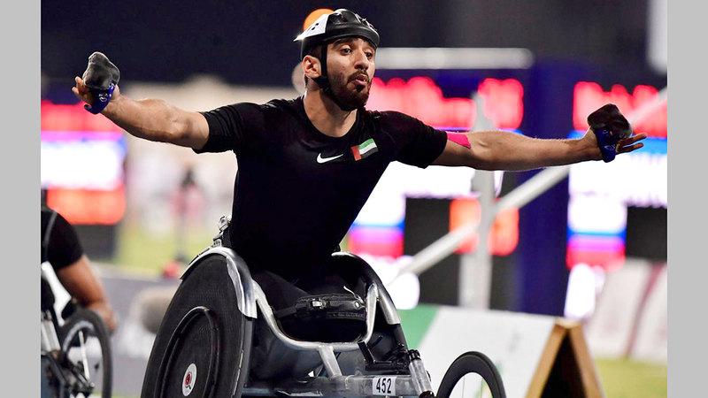 البطل البارالمبي محمد القايد يحقق فضية سباق 100 متر مضمار للكراسي المتحركة.  من المصدر