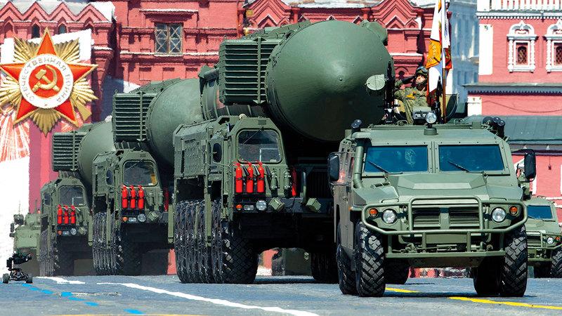 استعراض صاروخ باليستي نووي بالميدان الأحمر في موسكو.   أ.ب