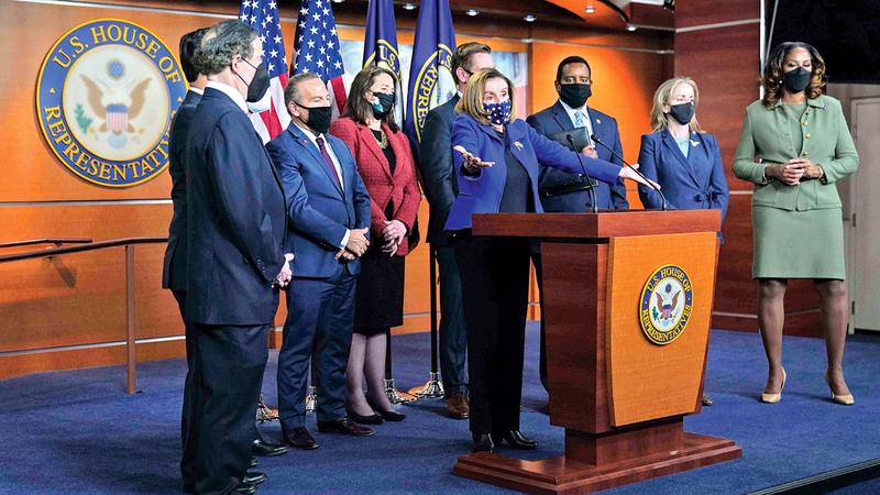 بيلوسي وراسكين ونواب آخرون في مؤتمر صحافي بعد تبرئة ترامب.   أ.ب