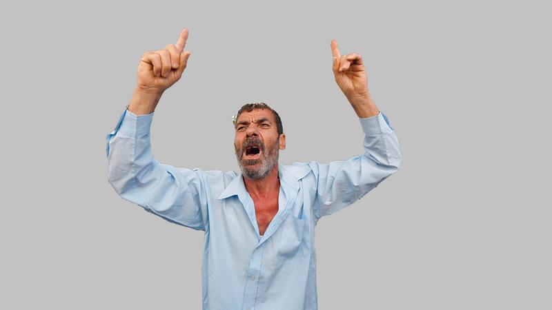 هادي بكر أب أحد الأولاد الأربعة الذين استشهدوا على شاطئ غزة وهم يلعبون كرة القدم عام 2014.   أ.ف.ب