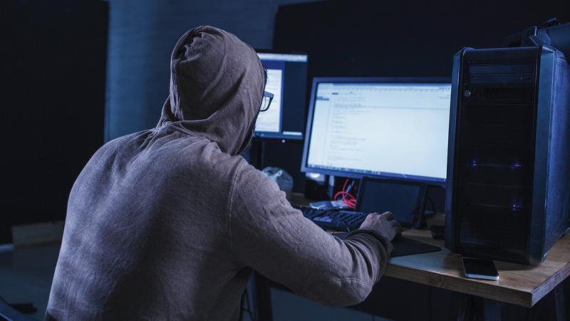 مجرمون يستغلون بيانات «السوشيال ميديا» في عمليات الاحتيال.  أرشيفية