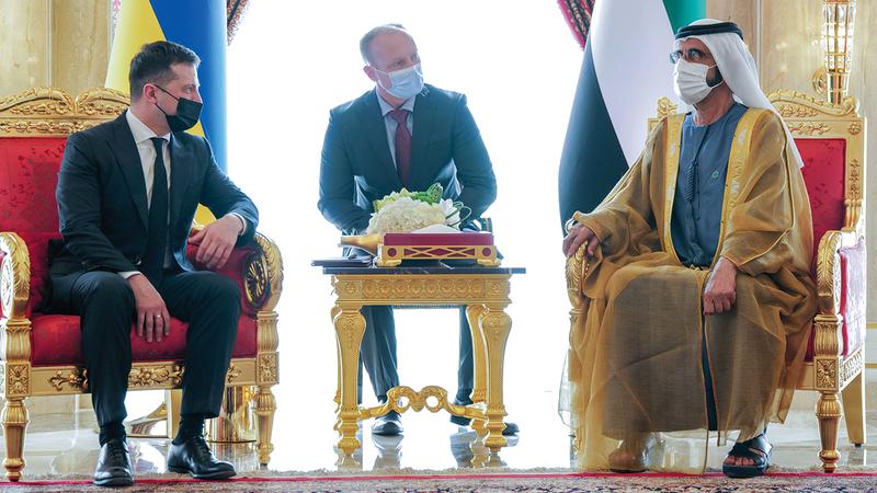 محمد بن راشد وزيلينسكي استعرضا الاتفاقيات ومذكرات التفاهم التي وقعت بين الدولتين. وام