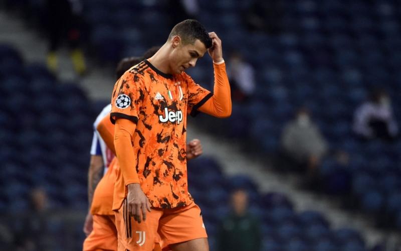 """الصورة: بالفيديو.. رونالدو يثير سخرية """"التواصل الاجتماعي"""" في مباراة بورتو"""