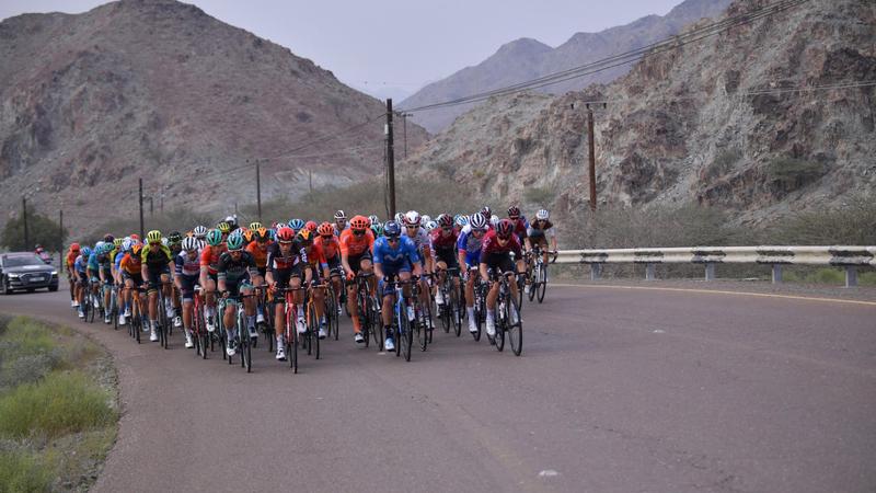 20 فريقاً عالمياً تدخل غمار المنافسة في طواف الإمارات الأحد المقبل.   من المصدر