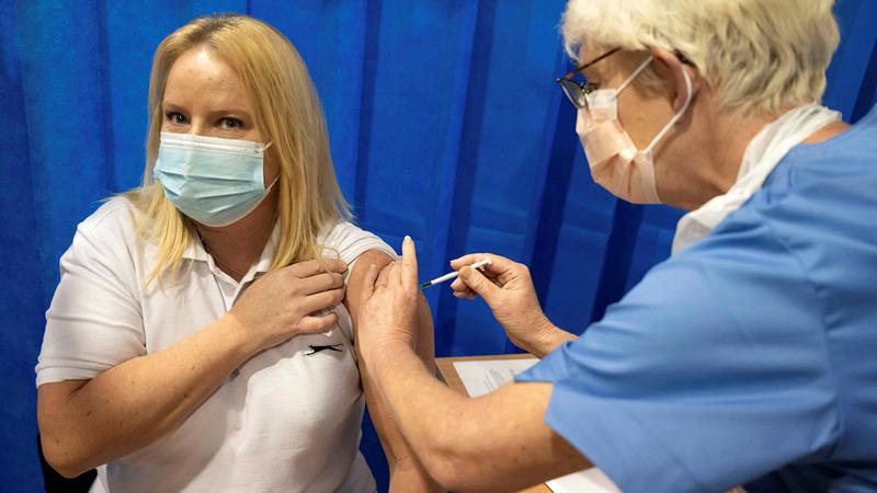 اللقاحات تسهم في كبح جماح «الوباء» بشكل كبير.  أرشيفية