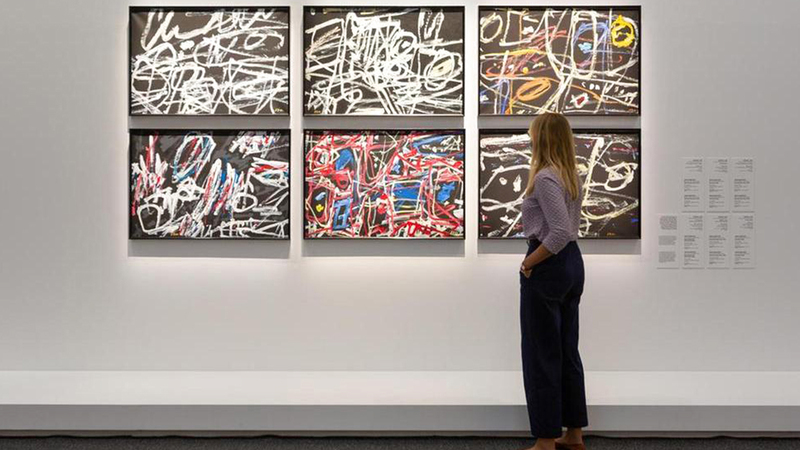 المعرض يسلط الضوء على أعمال فنانين عرب من القرنين الـ 20 والـ 21. الإمارات اليوم