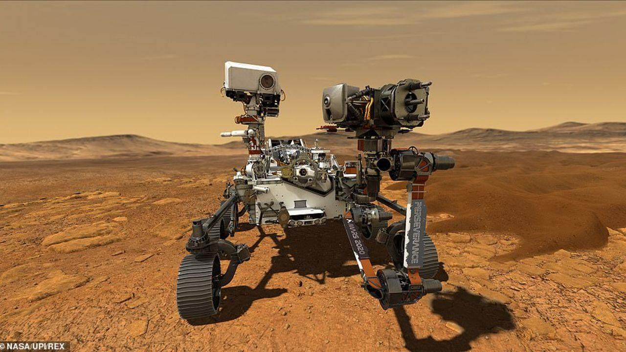 تُظهر صورة أخرى أول لقطة ملونة لسطح المريخ التقطتها المركبة الجوالة بكاميرات 24 ميجا بكسل