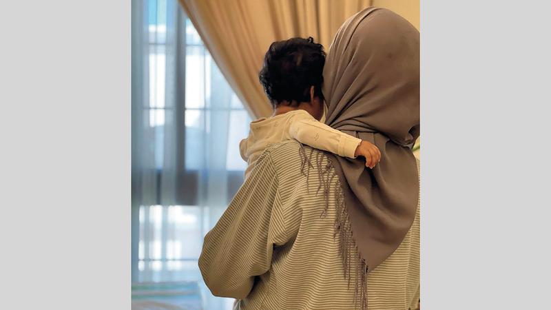 خادمة ترسل راتبها كاملاً إلى أسرتها لمساعدتها في تجاوز الأزمة. أرشيفية