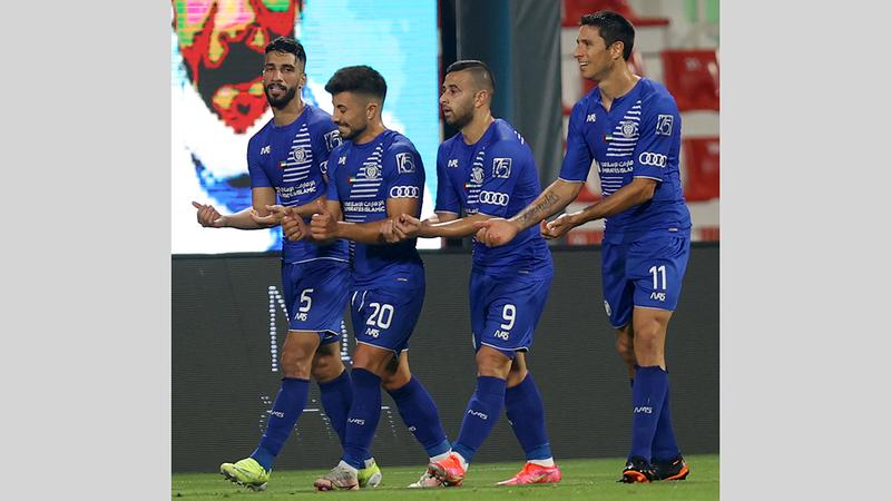 لاعبو النصر يحتفلون بالفوز العريض على الشارقة.   من المصدر