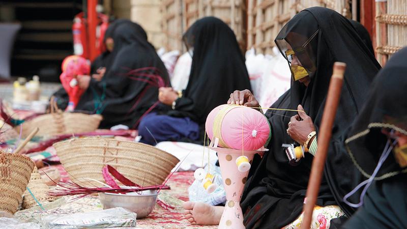 المهرجان نافذة على تاريخ الأجداد وعاداتهم وتقاليدهم الاجتماعية والمهنية القديمة.الإمارات اليوم