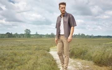 الصورة: الموضة الرجالي لصيف 2021.. عملية بألوان ترابية