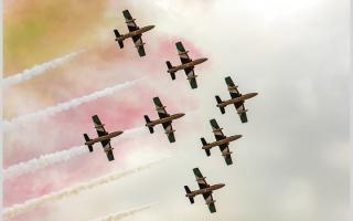 الصورة: بالصور.. عروض جوية مبهرة في سماء الإمارات