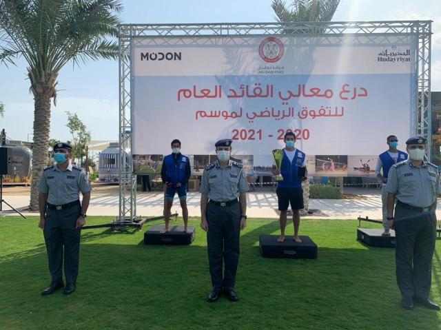"""صورة """"الأمن الجنائي"""" بشرطة أبوظبي يحرز لقب بطولة السباحة والإنقاذ – رياضة – محلية"""