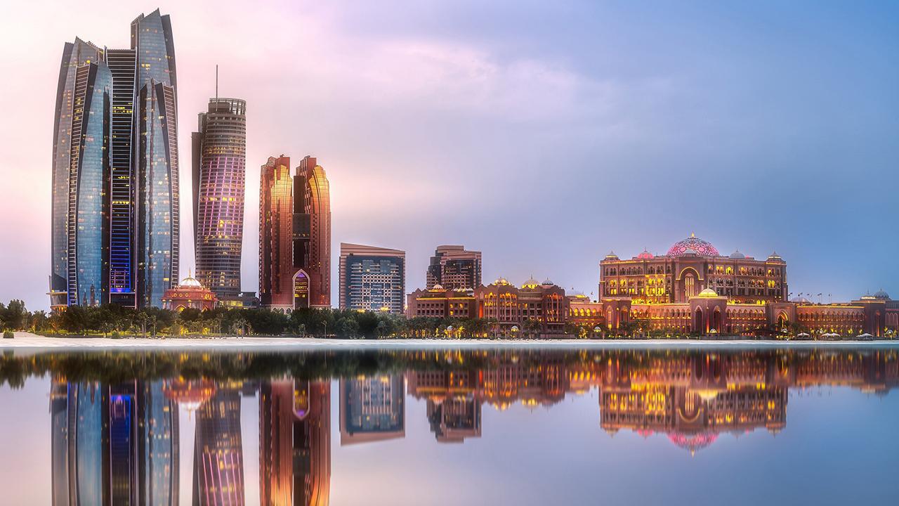 نائب رئيس الدولة يؤكّد أن دولة الإمارات مستمرّة في بناء الجسور مع كل الشعوب.  وام