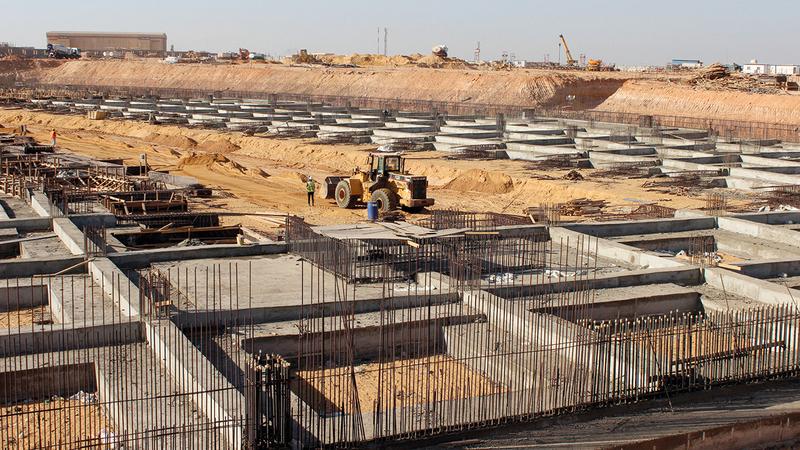 أساسات المركز الخرسانية أنشئت على مساحة 22 ألف متر مربع.  من المصدر