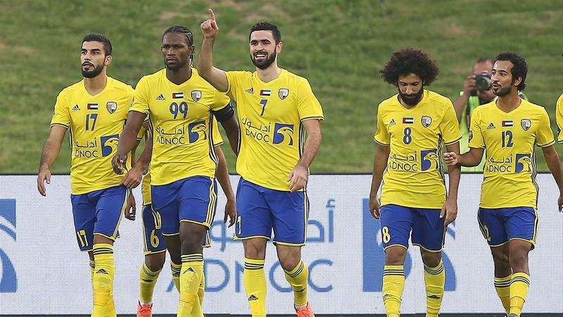 لاعب الظفرة السابق عمر خريبين.  من المصدر