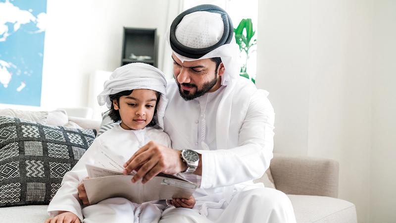 الكتابة للطفل تحتاج إلى سهولة في الطرح مع عمق المعنى وسمو الغاية.  غيتي