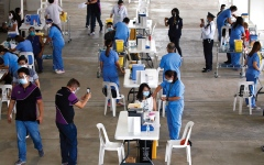 الصورة: الفلبين تقايض كوادر طبية للعمل في الخارج بلقاحات «كورونا»