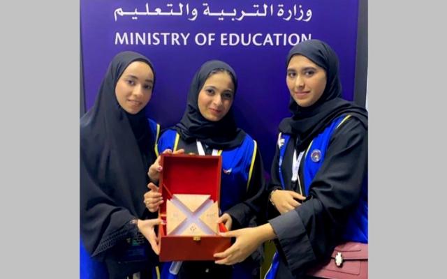 الصورة: 3 طالبات يطلقن مشروعاً لحفظ الدم 10 سنوات