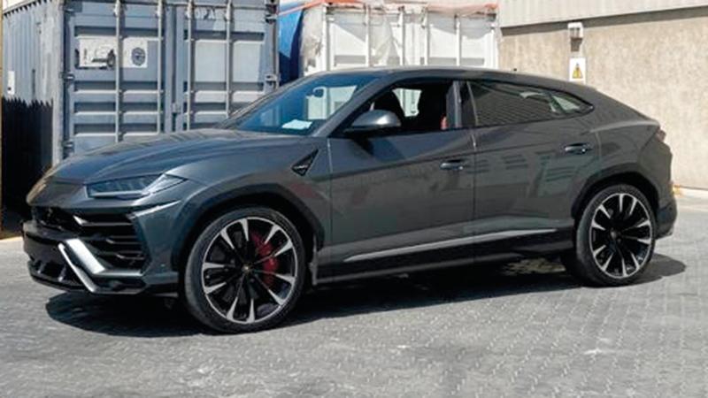 شرطة دبي أحبطت سرقة سيارات فارهة.  من المصدر