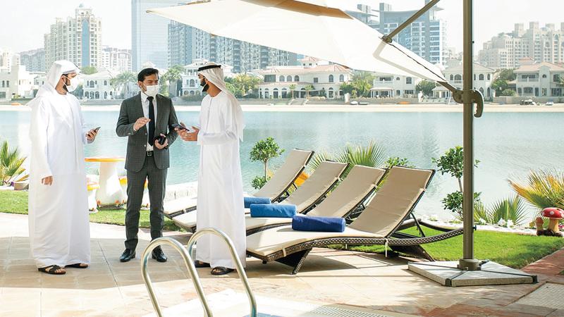 «دبي للسياحة» كثّفت جولاتها التفتيشية للتأكد من امتثال قطاع السياحة للتدابير الوقائية.  من المصدر