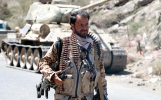 الصورة: الجيش اليمني يسيطر على مواقع جديدة غرب تعز