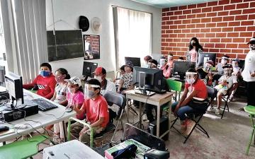 الصورة: «الجائحة» تدفع تلاميذ المكسيك الفقراء إلى العصر الرقمي