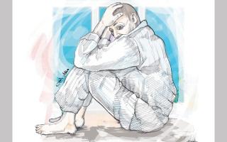 الصورة: «أبوعمر» يعاني السرطان ويعجز عن تدبير متأخرات دراسية وإيجارية