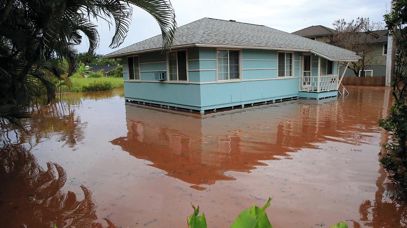 المياه حاصرت البيوت.   أ.ب