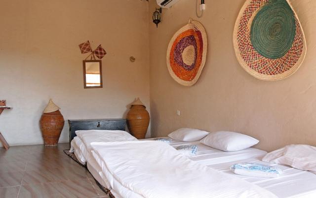 الصورة: فنادق الطين في «مسفاة».. غرف هادئة يستعيرها السياح من الماضي