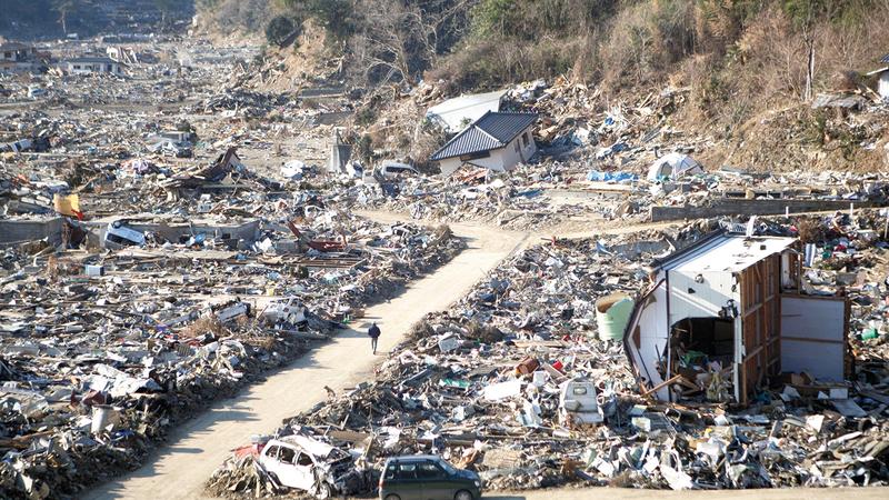 جميع منازل القرية تعرضت للدمار خلال «تسونامي» عدا منزلين.  من المصدر