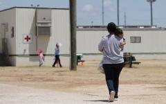 الصورة: بالصور.. وزير: أميركا تواجه أكبر موجة مهاجرين في 20 عاماً