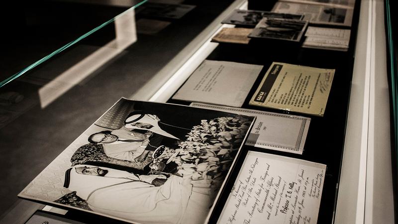 تروي صور المعرض قصصاً من حكاية اتحاد الإمارات المضيئة.   من المصدر