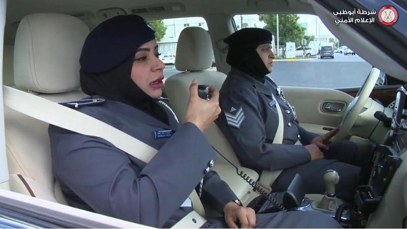 شرطة أبوظبي تكثف تواجد المرأة في الدوريات الأمنية.  من المصدر