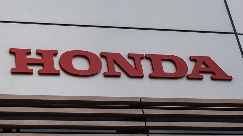 اضطرت «هوندا» لوقف الإنتاج لمدة أسبوع بسبب نقص إمدادات أشباه الموصلات.  أ.ف.ب