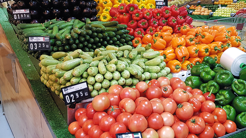 بعض الخضراوات تُباع بسعر يقارب من درهم للكيلوغرام بعدما كانت تباع بين ثلاثة وأربعة دراهم.               الإمارات اليوم