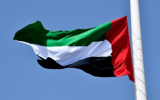 الصورة: بالصور: تنكيس الأعلام في دبي حداداً