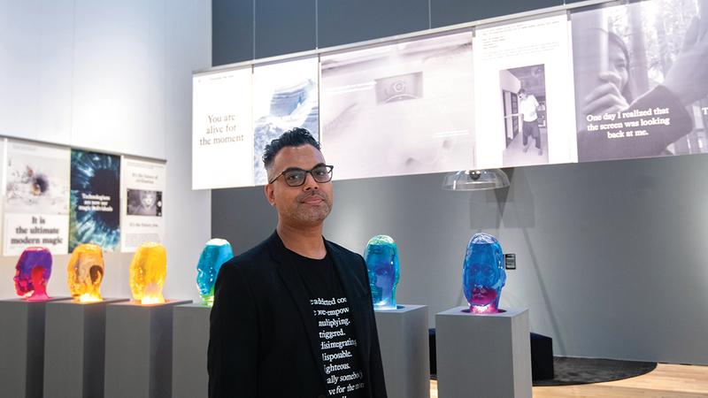شومون باسار:  «المعرض بدأ من فكرة كتاب يتحدث عن التغيّرات التي تحدث مع الوقت وكيف تغيّر العالم».