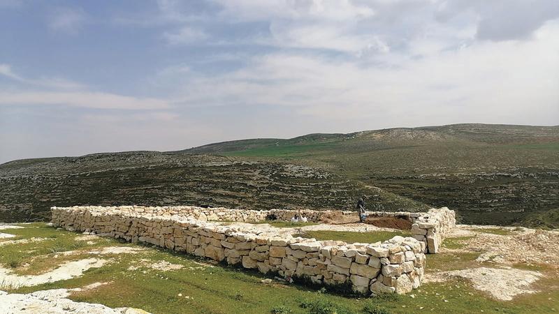 الاحتلال يحظر البناء لمصادرة أراضي السكان الشاسعة. الامارات اليوم